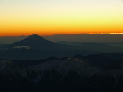 アルプスを従えた富士山.JPG